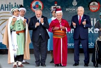 """CUMHURBAŞKANI ERDOĞAN'IN 50 YILLIK BAKKALI  """"YILIN AHİ BABASI"""" OLDU"""