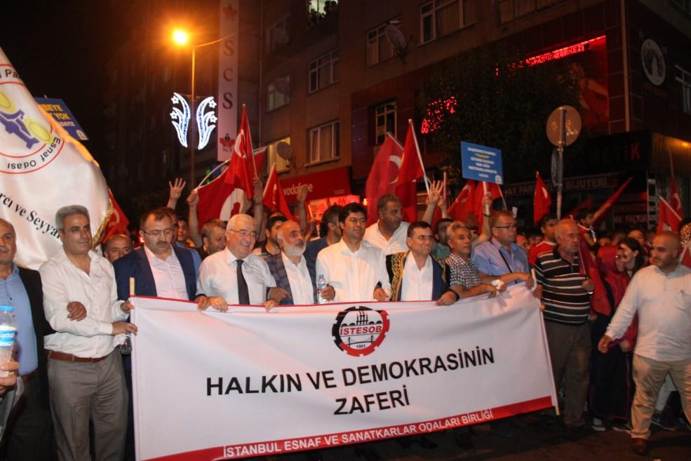 İSTANBUL ESNAFI DEMOKRASİYE SAHİP ÇIKTI