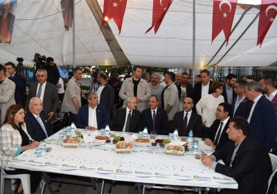 CHP-Lideri-Kemal-Kilicdaroglu-Pazar-Esnafiyla-iftar-yapti (16)