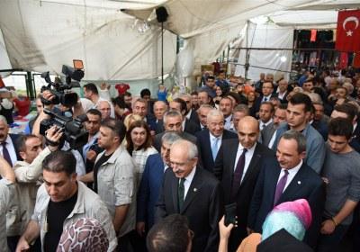 CHP-Lideri-Kemal-Kilicdaroglu-Pazar-Esnafiyla-iftar-yapti (19)