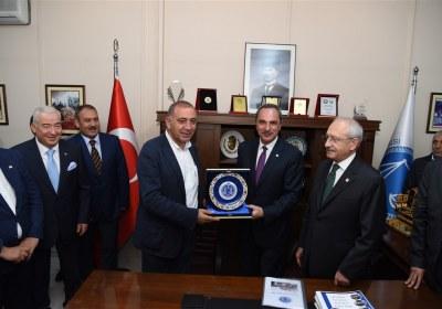 CHP-Lideri-Kemal-Kilicdaroglu-Pazar-Esnafiyla-iftar-yapti (26)