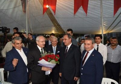 CHP-Lideri-Kemal-Kilicdaroglu-Pazar-Esnafiyla-iftar-yapti (5)